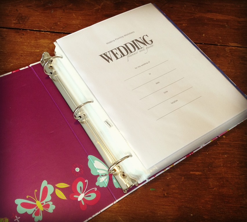 How to make a wedding planning binder your easy step by step guide title page pic solutioingenieria Image collections