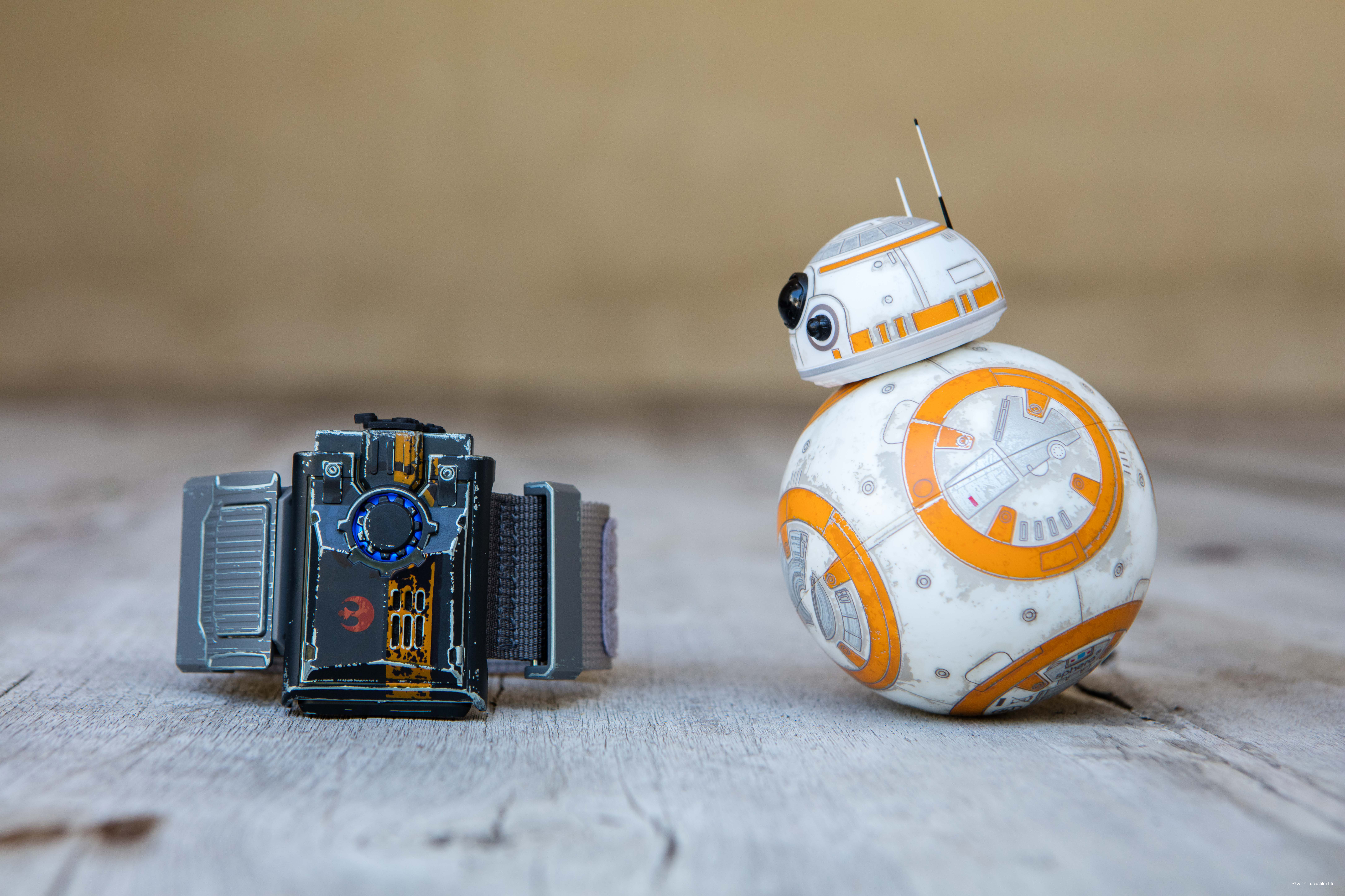 May the Force Be With You with the Force Band by Sphero and Special Edition Battle-Worn BB-8. Read the full review @ GagenGirls.com