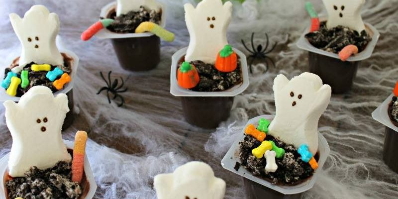 Graveyard Pudding Cups, Day 1 of the 12 Days of Halloween @ GagenGirls.com