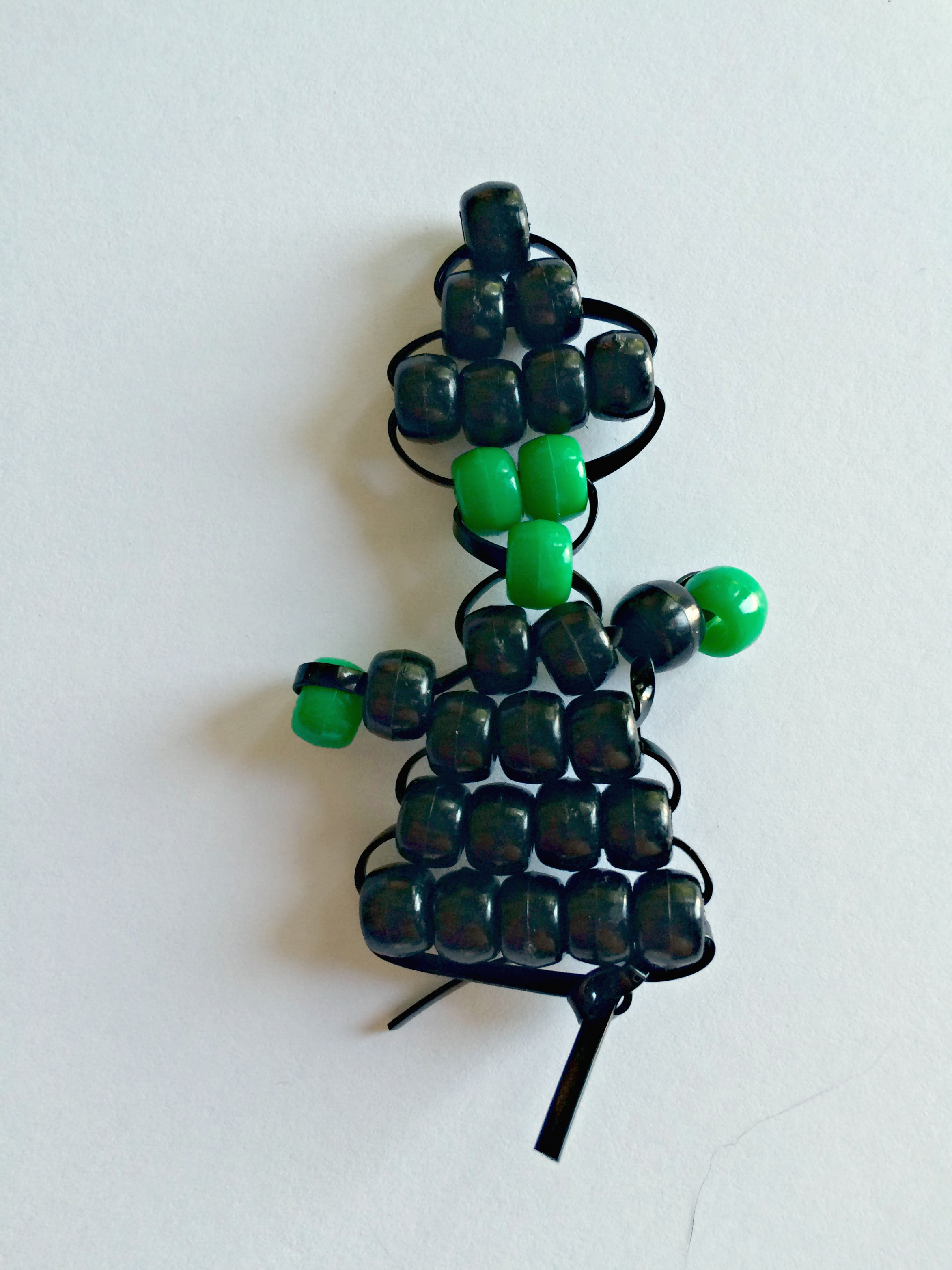 Learn how to make this witch pony bead beadie buddie for Hallowe'en @ GagenGirls.com